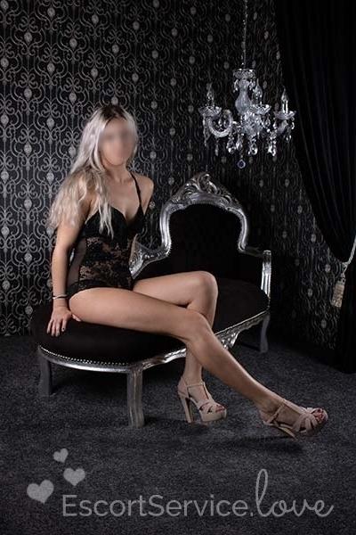 Sexy blonde escort dame Nicky